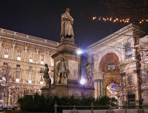 Piazza Scala dà spettacolo
