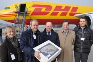 I responsabili di DHL prima del volo a New York