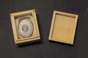 Uovo con l'impronta dell'artista