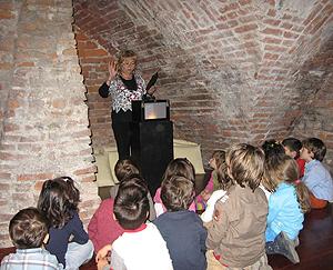 Un momento della attività svolte dai bambini all'interno della sede di Sforzinda