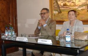 Il curatore della Mostra, Michele Bonuomo, e  Paola Poscio, moglie di Alessandro