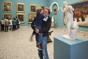 Foto di Paola di Bello: Il museo è anche un momento d'affetto tra padre e figlio