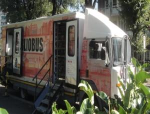 Il Biblobus davanti al Centro Civico Accursio