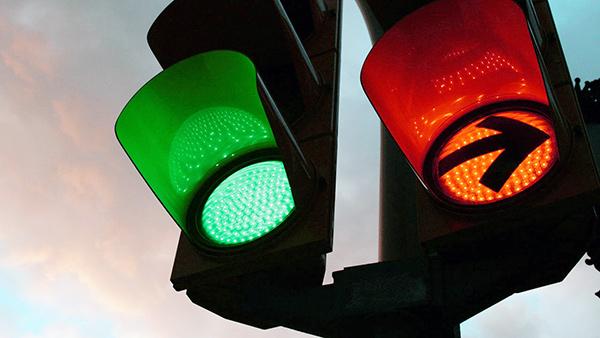 SICUREZZA STRADALE: ARRIVANO I SEMAFORI LED, PIU' ECONOMICI ED EFFICIENTI