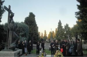 Preghiera comunitaria presso la tomba di Mons. L.Padovese