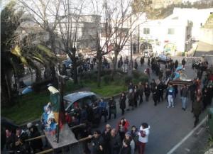 La processione di alcune statue dei Misteri della Passione (Pisticci, 2015)