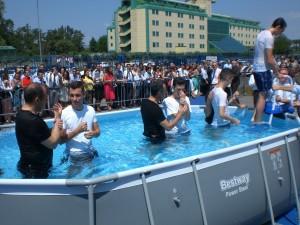 Il rito del Battesimo dei Testimoni di Geova