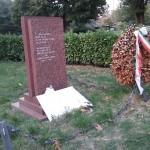 Oltraggio alla targa dei Caduti della Resistenza