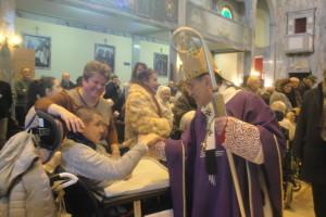 Monsignor Delpini saluta gli ospiti dell'Istituto