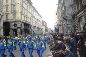 La sfilata in via Dante