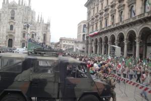 La sfilata in piazza Duomo