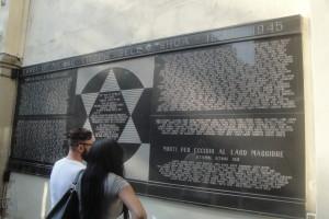Lapide esterna degli ebrei milanesi vittime della shoa 1943 - 1945