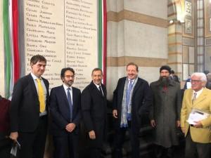 Il sindaco G. Sala e il presidente L. Bertolè con i familiari dei commemorati