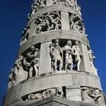 CIMITERO MONUMENTALE: UN'ARTISTICA TOMBA