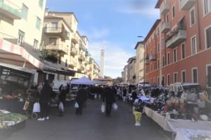 Il mercato rionale di via Bramantino