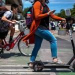 """Basta """"sosta selvaggia"""": arriva il servizio di rimozione per bici e monopattini"""